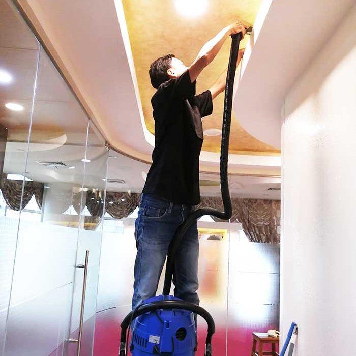 cleaning atap kantor